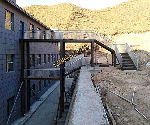 铁艺钢构外挂楼梯